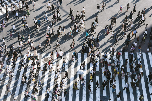 People crossing a street in Tokio